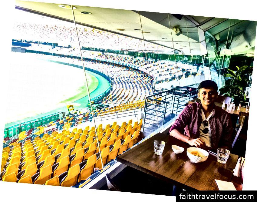 Thưởng thức quan điểm của Gabba và cắn nhanh tại câu lạc bộ Queensland Cricketer