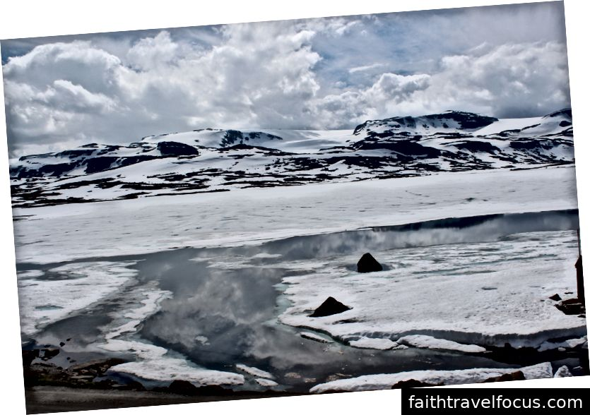 Sông băng Harangerjøkulen dọc theo chuyến tàu xuyên quốc gia từ Oslo đến Bergen. Bởi Soninke Combrinck