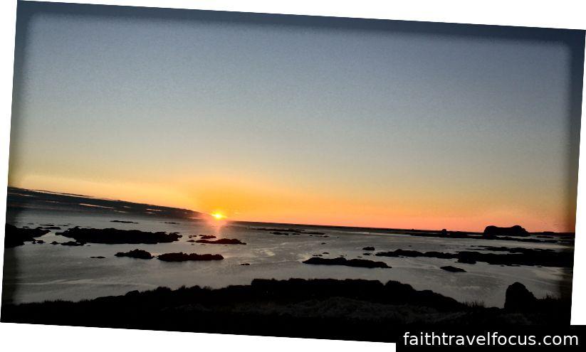 Đón ánh mặt trời lúc nửa đêm trên các vịnh hẹp Na Uy phía sau Quần đảo Solund. Bởi Soninke Combrinck