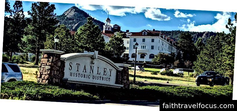 Khách sạn Stanley ở Công viên Estes, CO. Nơi quay phim của bộ phim Shinning. Bức ảnh được chụp bởi Alexis Chaffin.