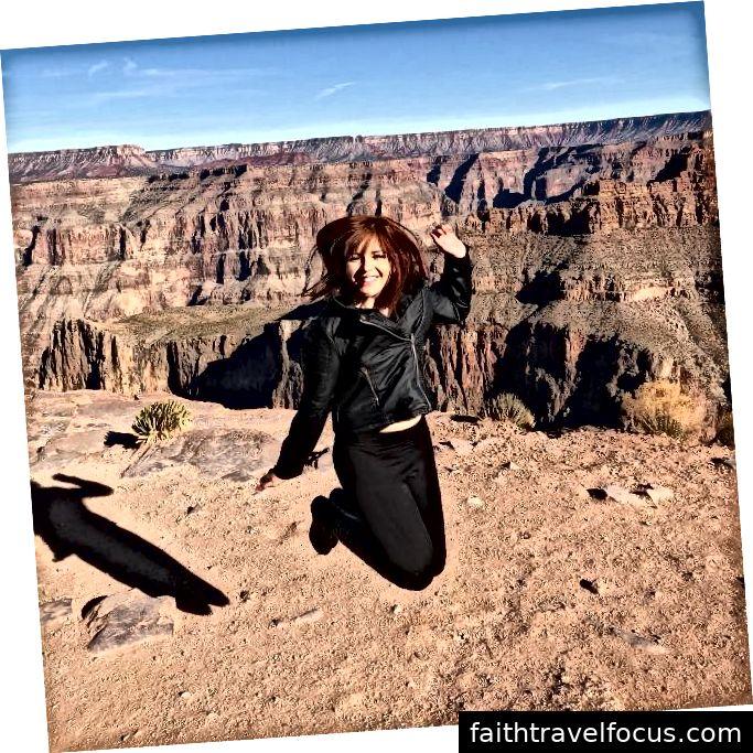 Trong lần đầu tiên ra nước ngoài, tôi đã hoàn toàn một mình và tôi đã đi du lịch khắp bờ biển California (Santa Barbara đến Grand Canyon). Trải nghiệm này khiến tôi tò mò, trưởng thành và độc lập hơn