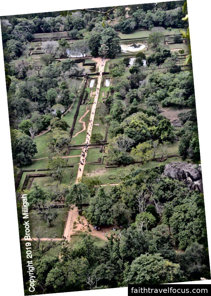 Nhìn xuống các khu vườn từ trên xuống