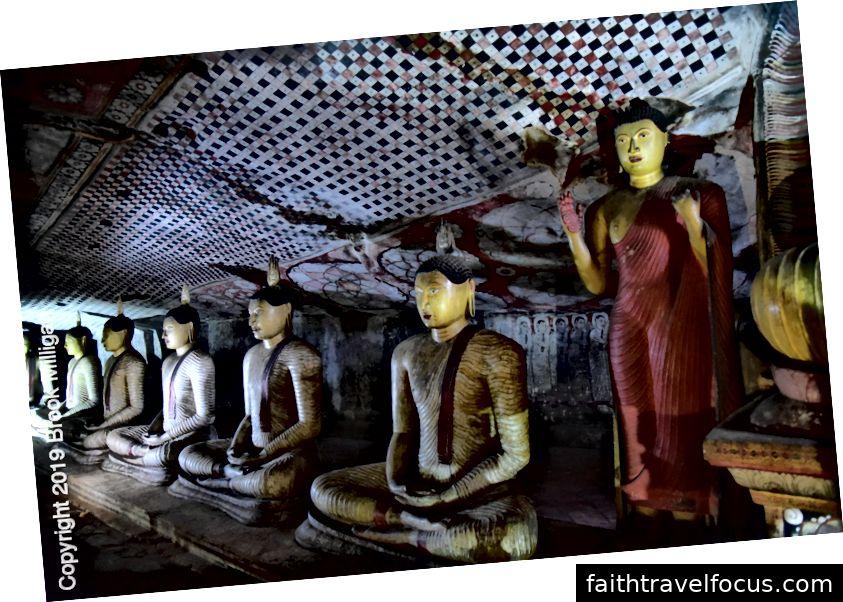 Ngôi đền của Đại vương được đặt theo tên của hai bức tượng của các vị vua. Một cái thùng thu thập nước liên tục thấm vào hang. Nước này được sử dụng cho các nghi lễ thiêng liêng.