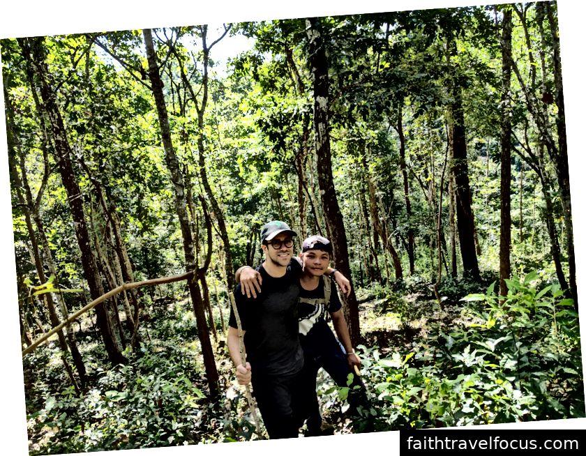 Đi bộ cùng Sapee, người bạn Bắc Thái Lan của tôi, tôi đã xây dựng thailandjungletrek.com cho.