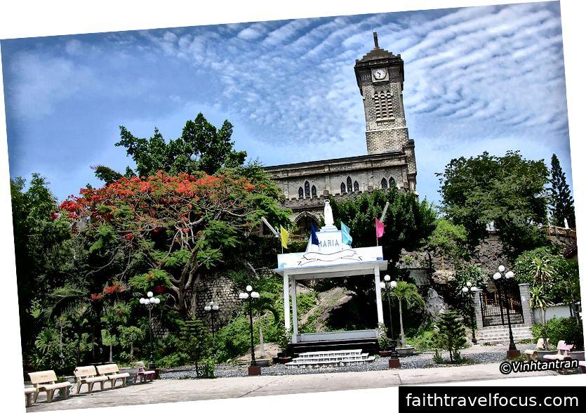 Nhà thờ chính tòa Nha Trang, Hà Nội By Night Hotel