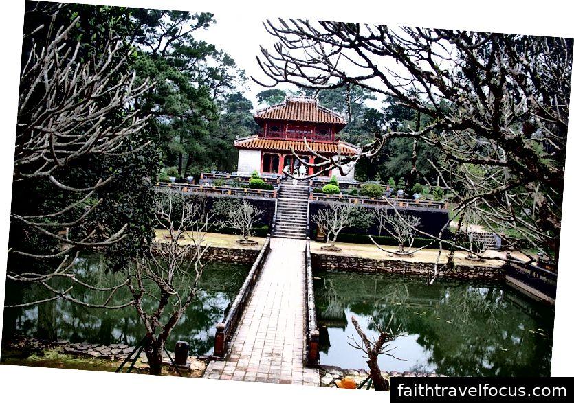 Lăng mộ ở Huế | Tín dụng hình ảnh: Công viên Nam-ho, Lăng mộ Hoàng gia, Huế, CC BY 2.0