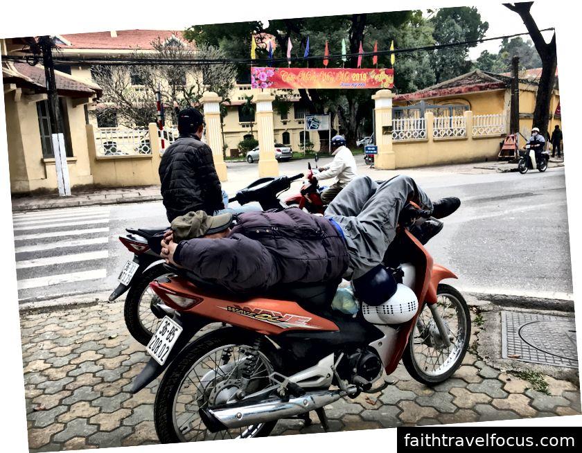 Cảm giác như ở nhà trên một chiếc xe máy © Thuận Sarzynski