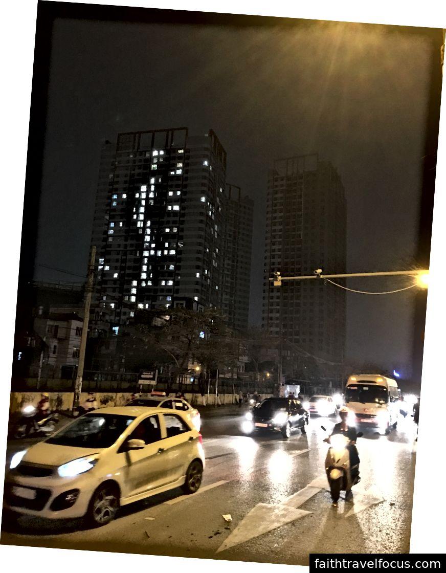 Bạn nói gì khi băng qua đường? Không phải hôm nay. © Thuận Sarzynski