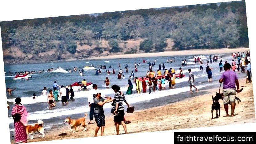 Bãi biển Kashid Mumbai. Nguồn hình ảnh: https://www.beepnride.com/blog/places-to-visit-around-m ERIC-by-road /