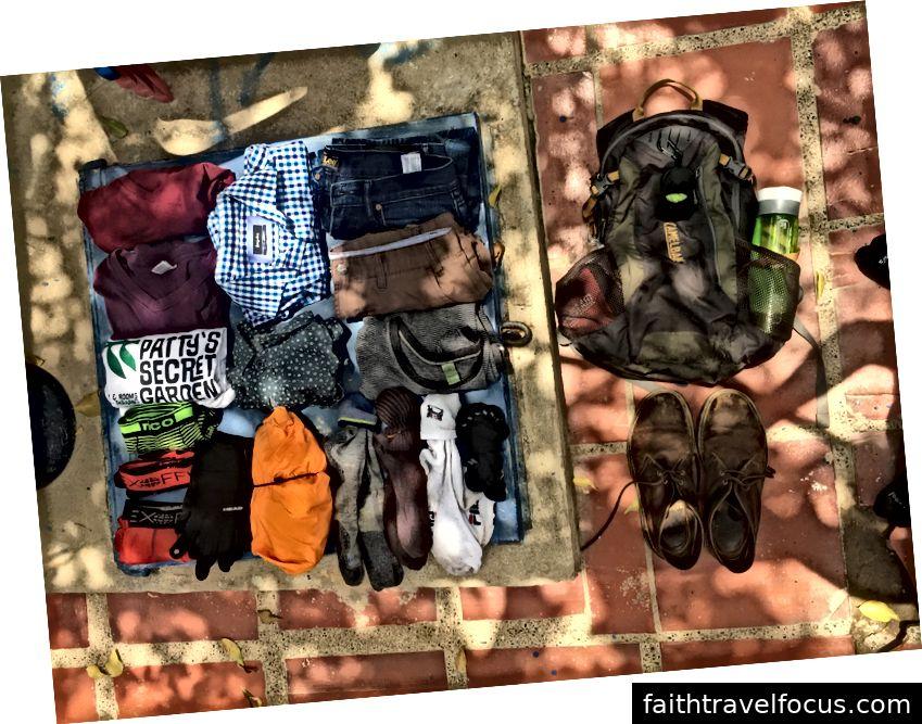Gói của tôi, giày của tôi và tất cả quần áo của tôi (trừ một áo sơ mi ngắn tay, quần soóc thể thao và một đôi vớ - Tôi đã mặc chúng).