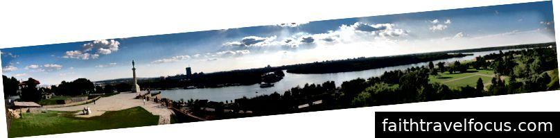 A confluência do Sava no Danúbio em Belgrado. Imagens por Lošmi (CC BY-SA 3.0)