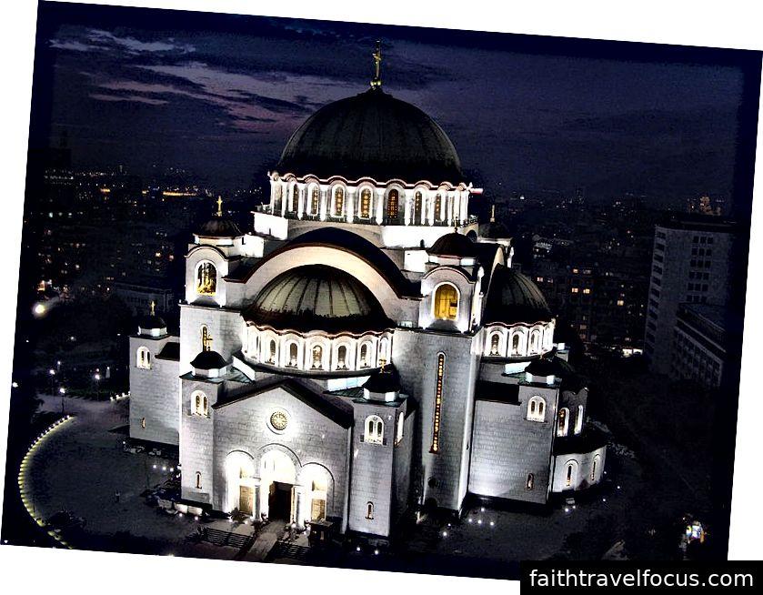 O Templo de São Sava Imagens por Almarq (CC BY-SA 3.0)