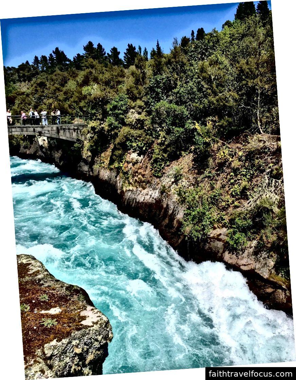 Jambatan Huka Falls, New Zealand oleh Khashayar Parsi.
