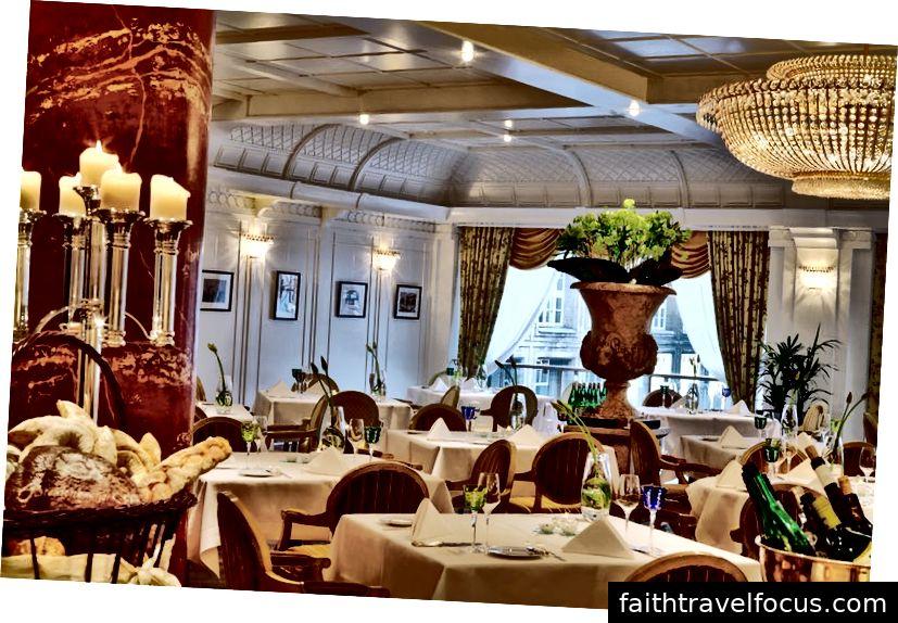 วันเริ่มต้นด้วยอาหารเช้าบำรุงที่ Brasserie 1806 ที่เป็นสัญลักษณ์