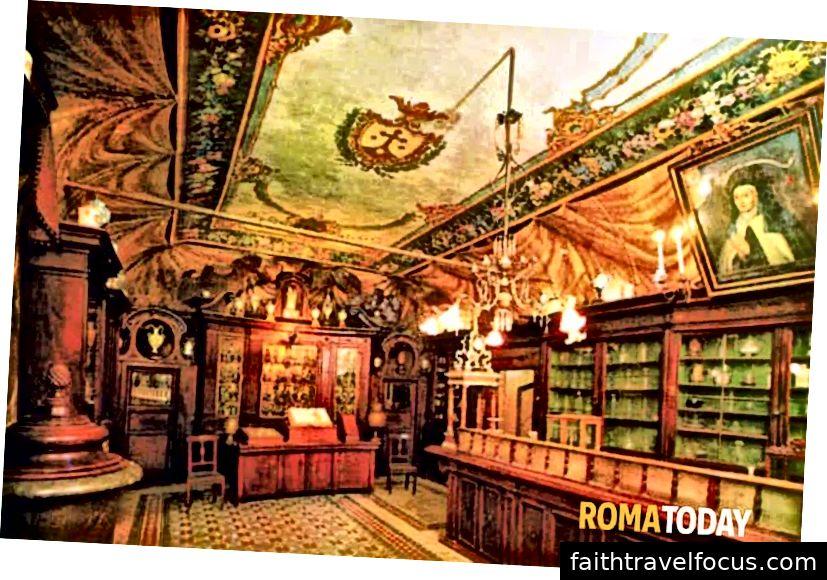 تم التقاط هذه الصورة من موقع Rome Today ، لكنها تُباع أيضًا كبطاقة بريدية في صيدلية Antique