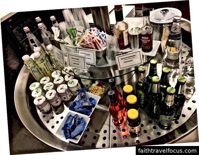 Bonne sélection de collations et de boissons froides