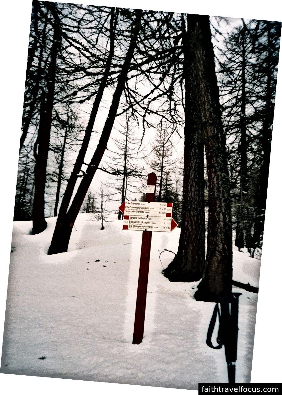Через кілька годин, коли ми зрозуміли, що ми ходимо на вершині 1,5-метрового замерзлого снігу з замороженими і мокрими ногами, ми прийшли на перехрестя, і треба було прийняти рішення - чи будемо ми йти вперед або назад. Напевно, найважливішим рішенням, яке ми прийняли під час цієї подорожі, було «поразка». Ми повернулися спиною до метрів снігу, лавин і до високих гір.