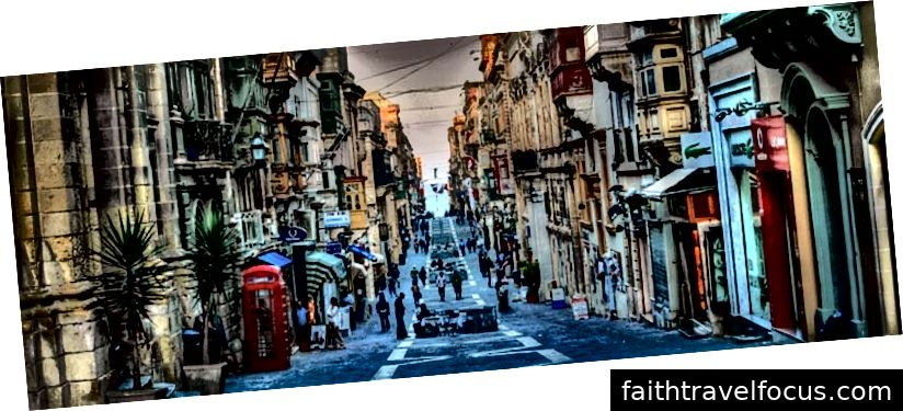 Vallettas asuv Merchant Street. Valletta lähedal asuvas hotellis on palju eeliseid.