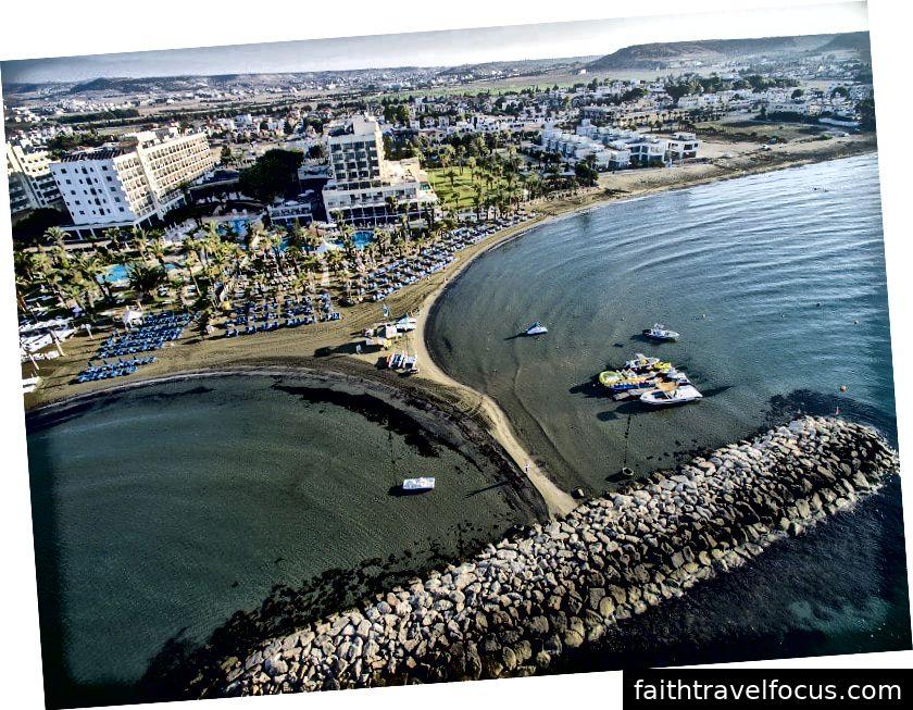 Vaade Golden Bayle, Melliehale. See on üks parimaid randu ja kuurorde Malta.Image allikas: goldenbay.com.cy