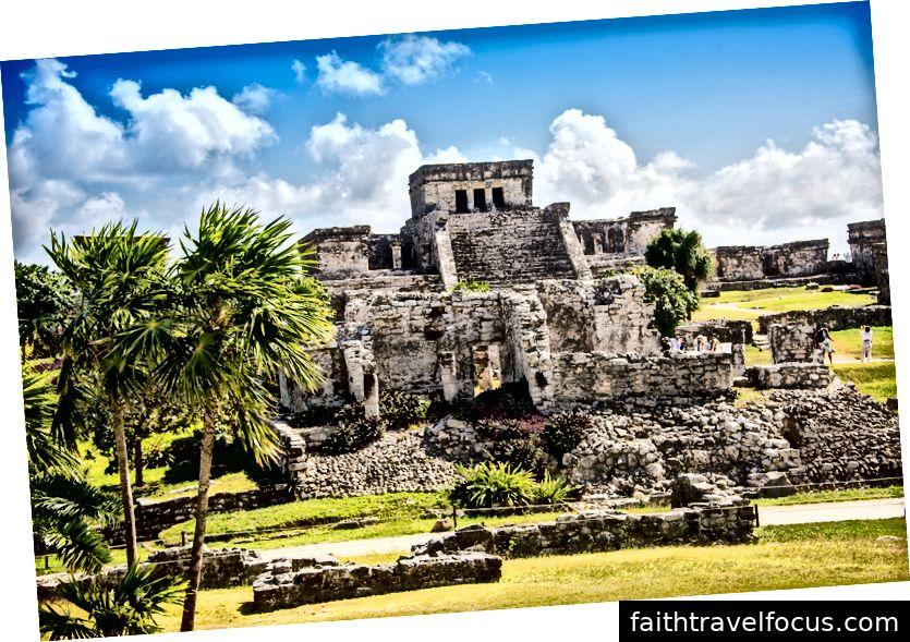Mayaruinen außer karibischem Meer. Riviera Maya