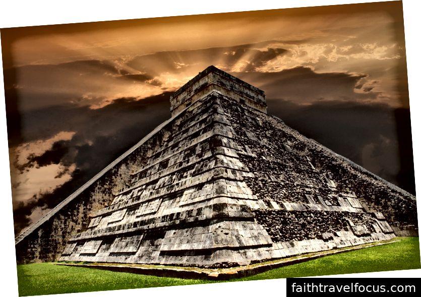 Alte Mayapyramide, Kukulcan-Tempel bei Chichen Itza, Yucatan, Mexiko