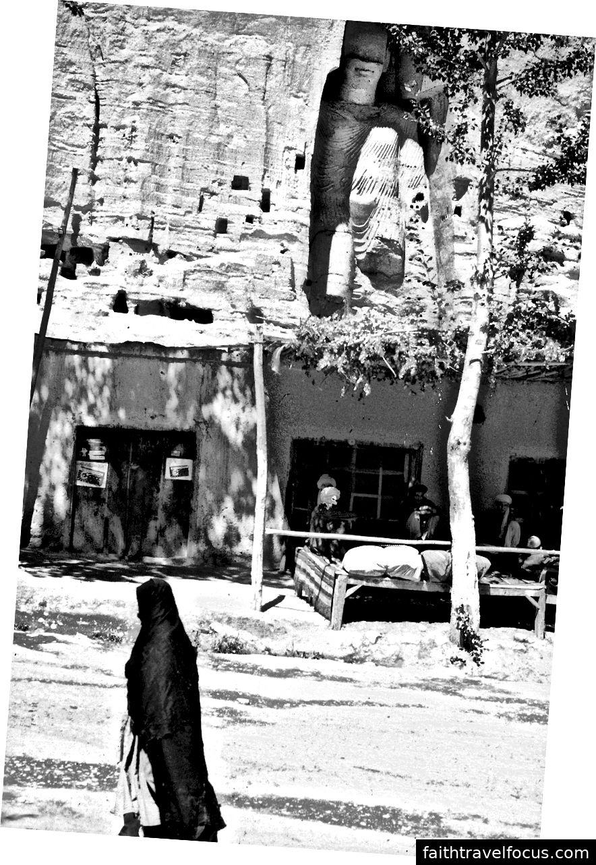 Der bamianische Buddha vor dem Beschuss der Taliban.
