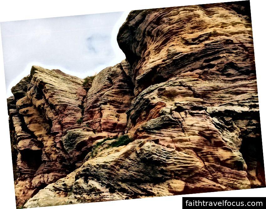 L'arenaria multicolore delle grotte di Caiplie, un insieme di formazioni rocciose tra Crail e Anstruther.