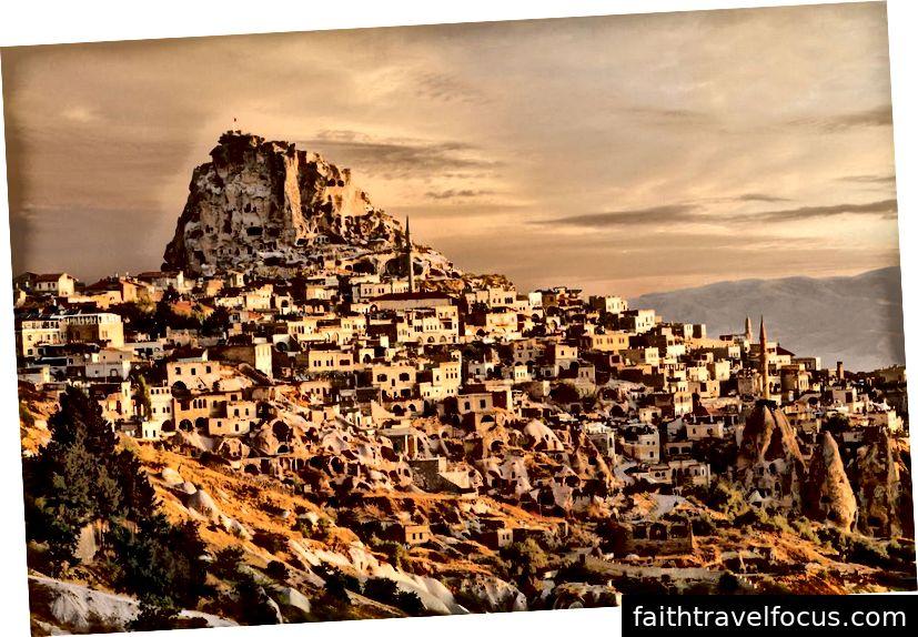Cappadocia moodustati umbes kolm kuni neli miljonit aastat, kui rida vulkaanipurskeid raputas Kesk-Anatoolia platoo.