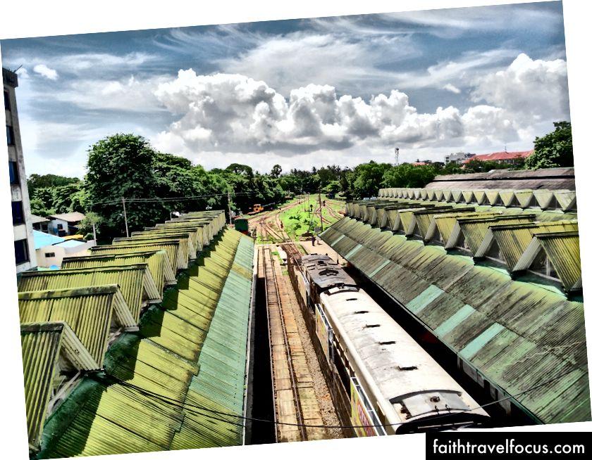 Чарівна (і дуже повільна) кругова залізниця Янгона