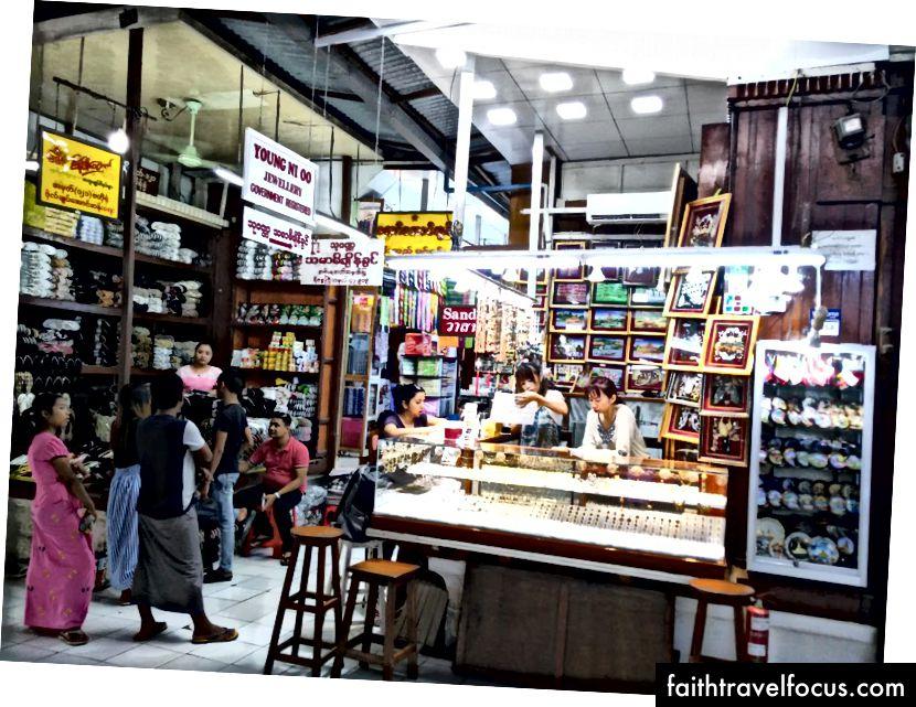 Скоро све продавнице на тржници Богиоке Аунг Сан воде жене