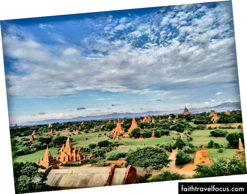 Atskirai grandioziškai ir drauge baugina įkvepiančios Bagano pagodos