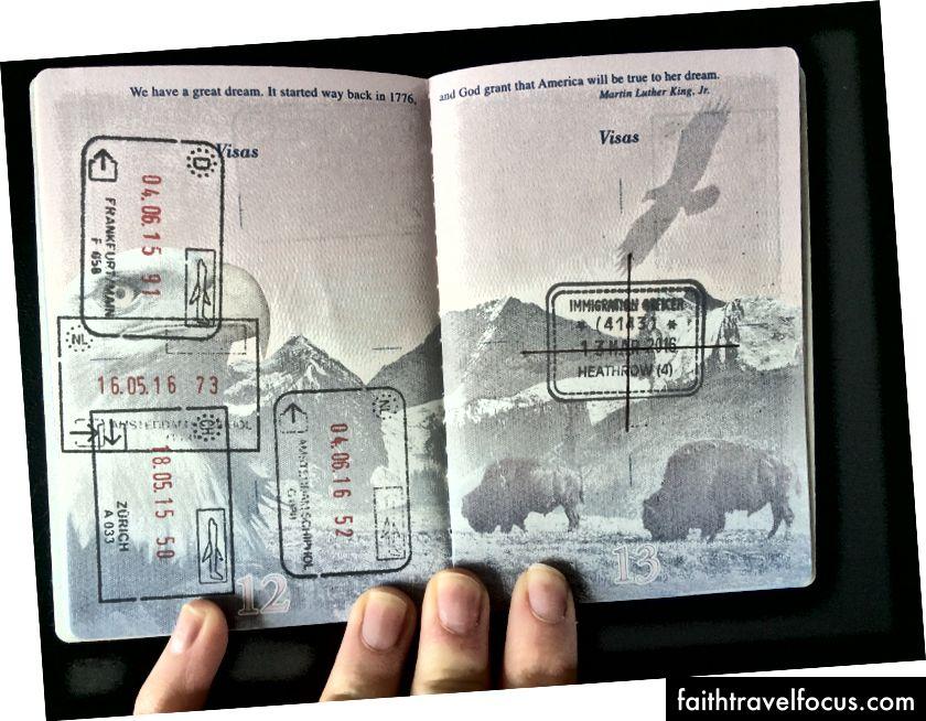 Táto známka v mojom pase ukazuje, že mi bol zamietnutý vstup do Spojeného kráľovstva. Vždy budem musieť cestovať do zahraničia s dokumentáciou, ktorá vysvetľuje prečo. Mohlo by byť horšie. Mohol som byť zakázaný. Ale možno som tiež bol.