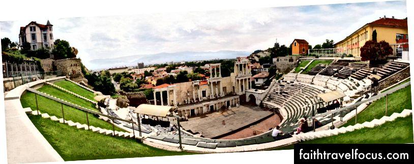 Staroveké rímske divadlo v Plovdive je staré a stále sa používa. Ako by ste chceli vidieť koncert?