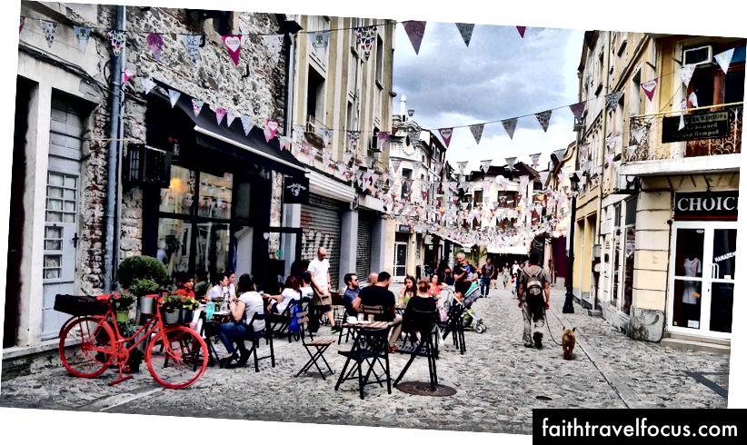 Jedna z mnohých kaviarní v Kapane v Plovdive