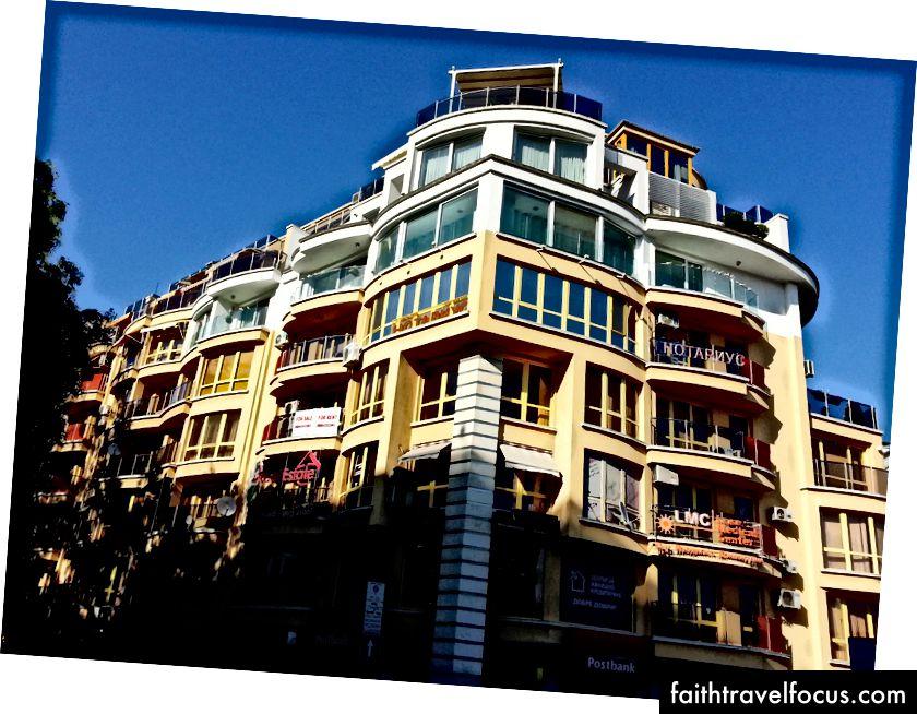 Модерне стамбене зграде у Каршијаки, популарном делу Пловдива за странце