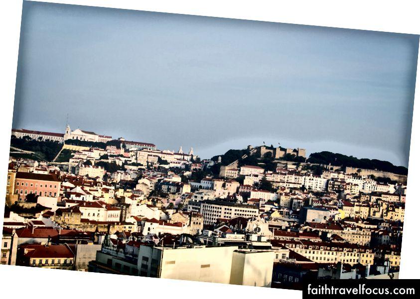 Med utsikt over Lisboa fra en av de mange vakre parkene.