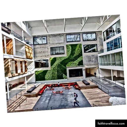ห้องโถงของสำนักงานใหญ่ซานฟรานซิสโกของ Airbnb