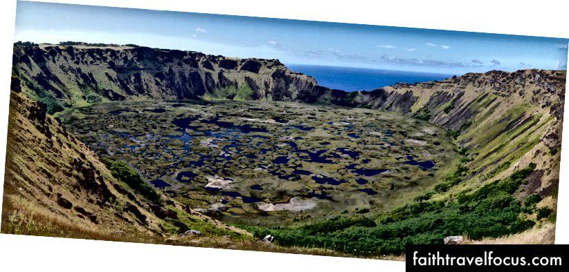 Deze schoonheid ligt op loopafstand van de stad, of een mooie rit op weg naar de historische site van Orongo.