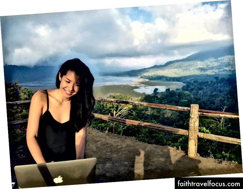 Dihadapan kopi dan gembira bekerja dari Twin Lake Mountains, Bali - 2015
