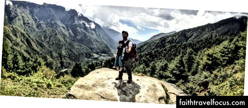 Little Chow en ik met de Khumbu-vallei achter ons.