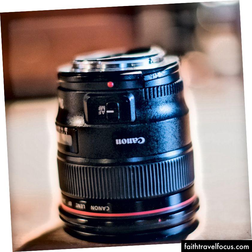 De Canon 24 mm F1.4 is helemaal kapot, maar geen gebroken glas. Een pluim voor Canon.