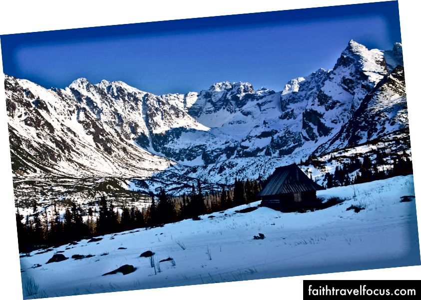 ภูมิทัศน์ที่มีหิมะตกพร้อมด้วยบ้านไม้ใน Zakopane © Pawel Pacholec / Flickr