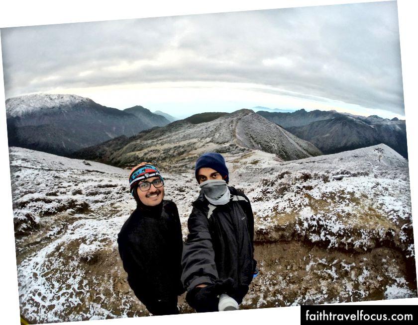 Sahaj Parikh (ซ้าย) และตัวเอง (ขวา) - Dzongri Top / GoechaLa Trek (อุทยานแห่งชาติ Khangchendzonga - มรดกโลก)