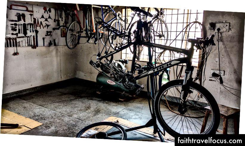 การบำรุงรักษาจักรยานสำหรับ Trek 4300 ของฉันกำลังเตรียมพร้อมสำหรับการผจญภัยที่ยาวนาน (@ The Bike Affair, Hyderabad)