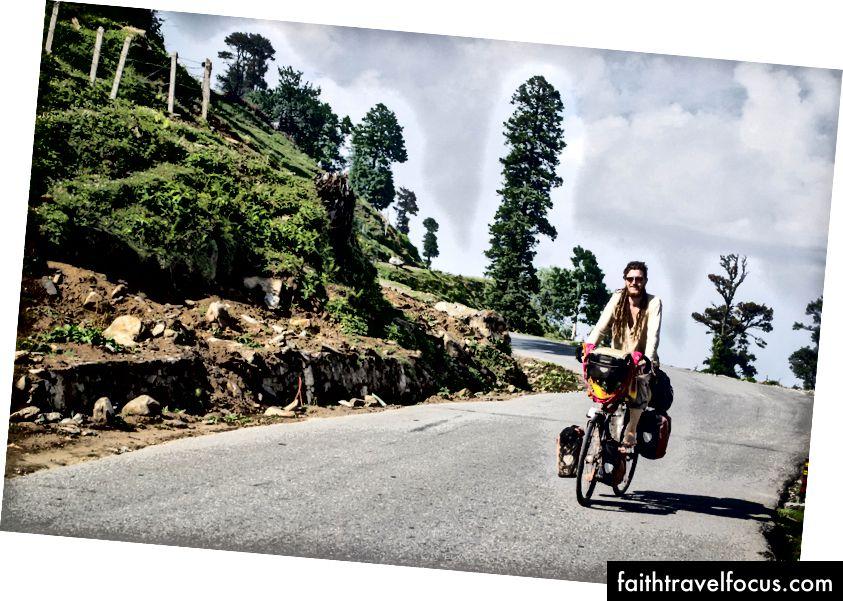 Dario จากสวิตเซอร์แลนด์ - ปั่นจักรยานเส้นทางเดียวกับเรา ที่ Darcha เขาใช้เส้นทางไปยังหุบเขา Zanskar แทนที่จะมุ่งหน้าไปยัง Leh