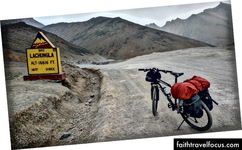 ปั่นจักรยานหิมะและความเหงา (สุภาษิต) บนยอด LachungLa (5059 msl)