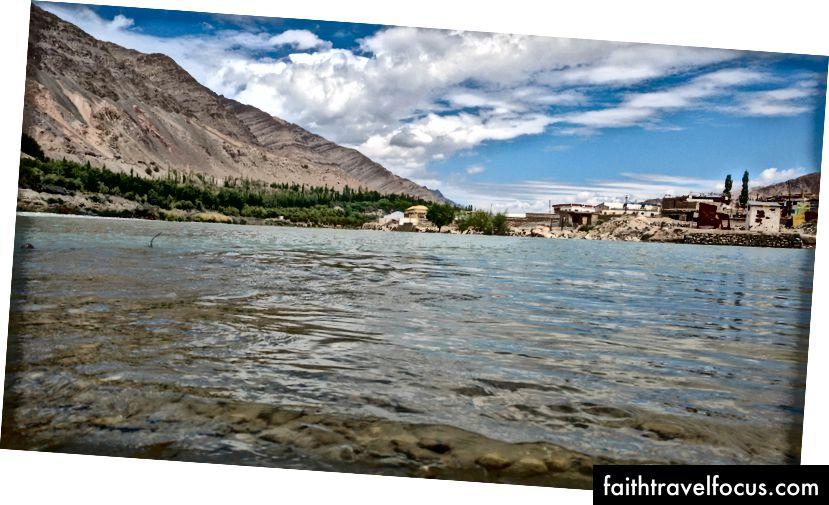 ธนาคารของแม่น้ำสินธุที่ Upshi, Leh, Ladakh, India