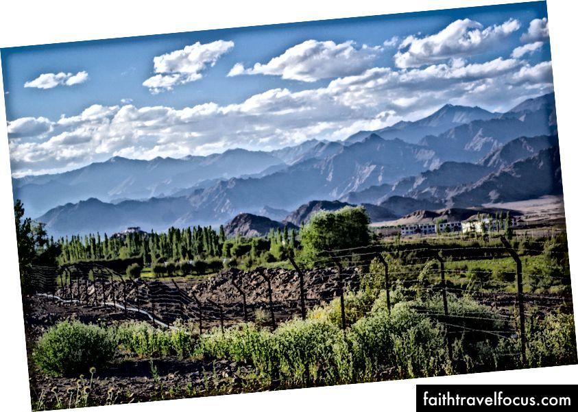 มุมมองที่สวยงามของหุบเขา Ladakh