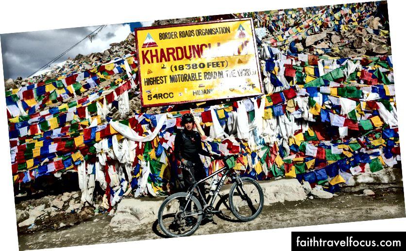 Обавезно позирање на Кхардунгли - вероватно највећи моторни пут на свету, нека буде!