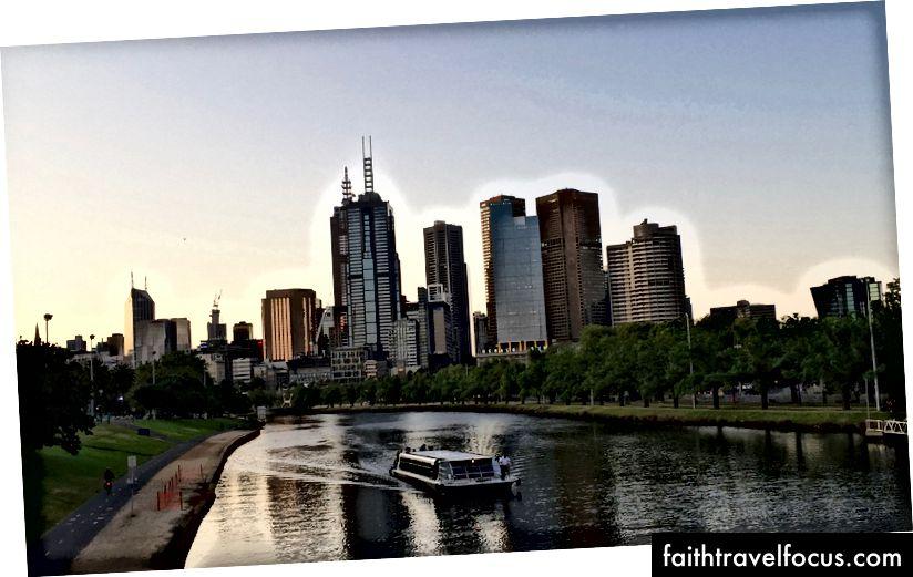Thêm vào đó, Melbourne là một thành phố xinh đẹp như vậy.